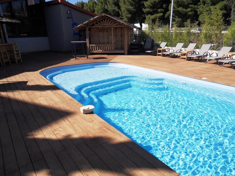Piscine coque fond plat m tres lac de charmes - Camping lac d annecy avec piscine ...