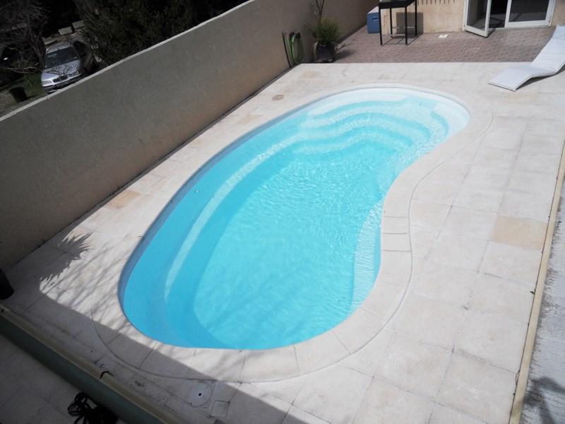 Piscine coque forme haricot m tres lac de nino for Forme piscine coque