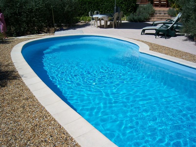 piscine coque de forme ovale 9 m tres lac leman vente de piscine coque martigues neptune. Black Bedroom Furniture Sets. Home Design Ideas