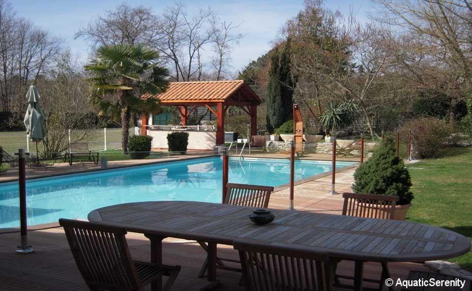 barri re de s curit protection piscine bois exotique et. Black Bedroom Furniture Sets. Home Design Ideas