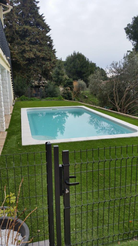 Piscine estari pose et installation saint mitre les for Piscine des remparts