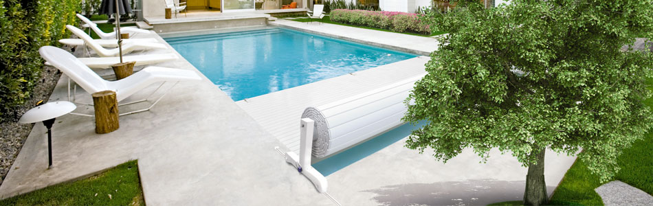 couverture volets roulants hors sol lectrique vente de piscine coque martigues les eaux. Black Bedroom Furniture Sets. Home Design Ideas