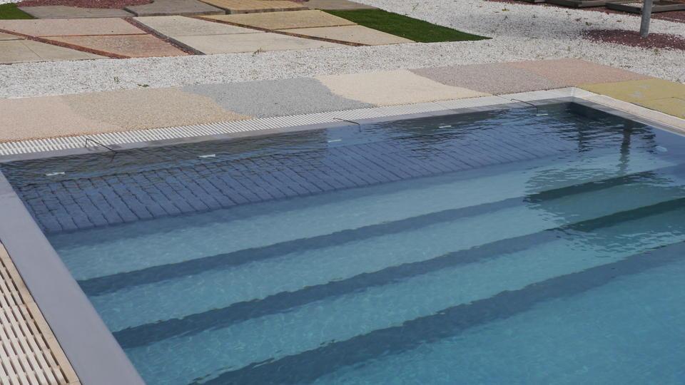 couverture volets roulants caillebotis immerg s vente de piscine coque martigues neptune. Black Bedroom Furniture Sets. Home Design Ideas