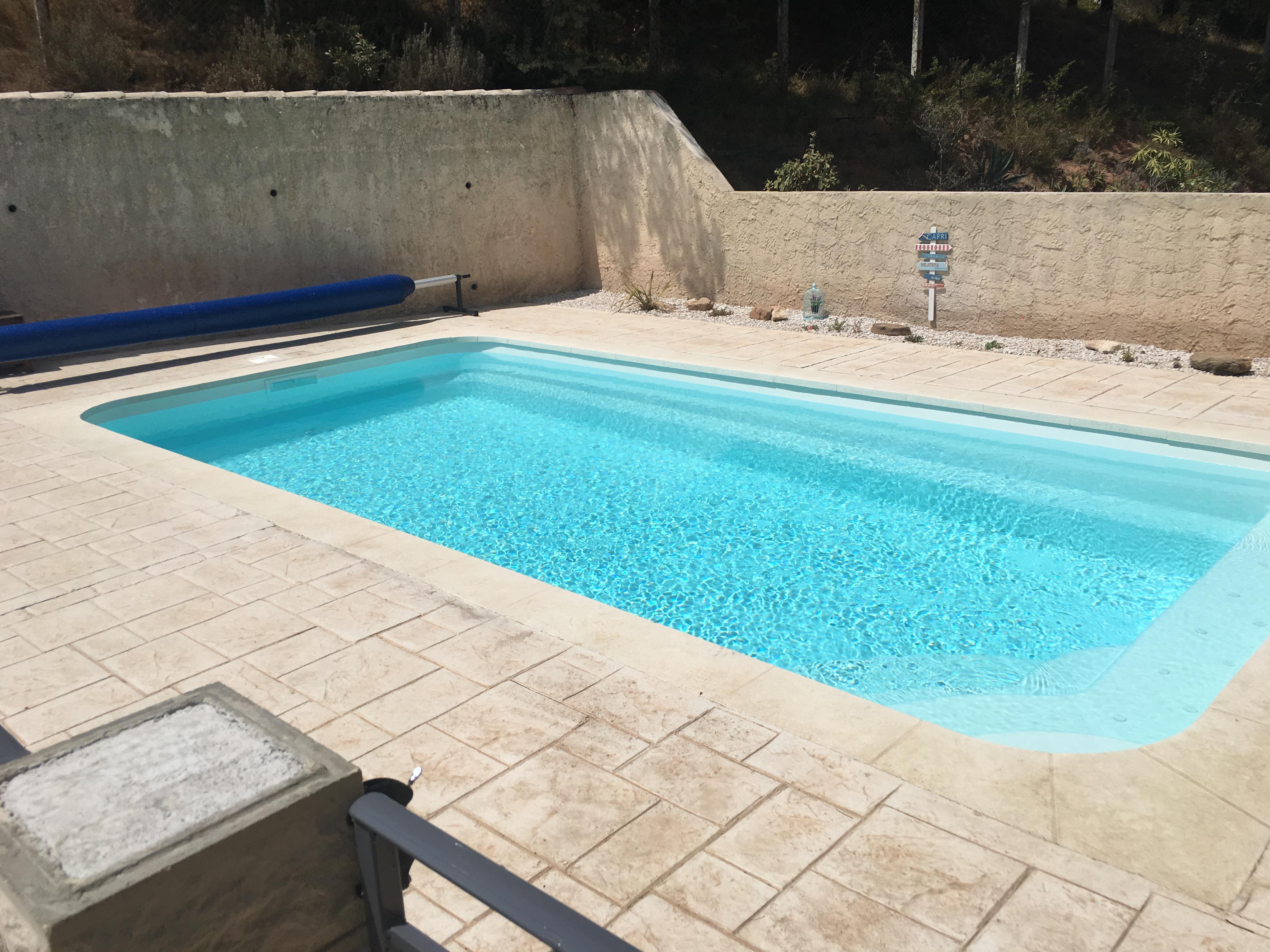 Installation d 39 une piscine sur martigues 7 x 3 5 m for Piscine coque 5 x 3