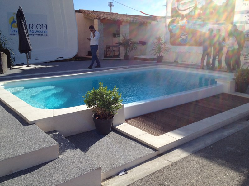 Pose de piscine coque mod le estari chateauneuf les for Pose piscine coque