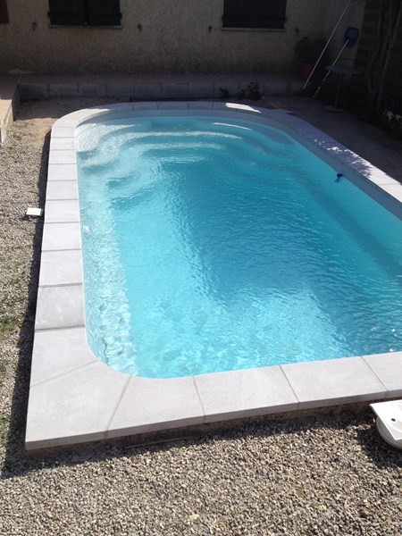 Pose d 39 une piscine coque polyester 6 x 3 5 sur istres for Piscine istres