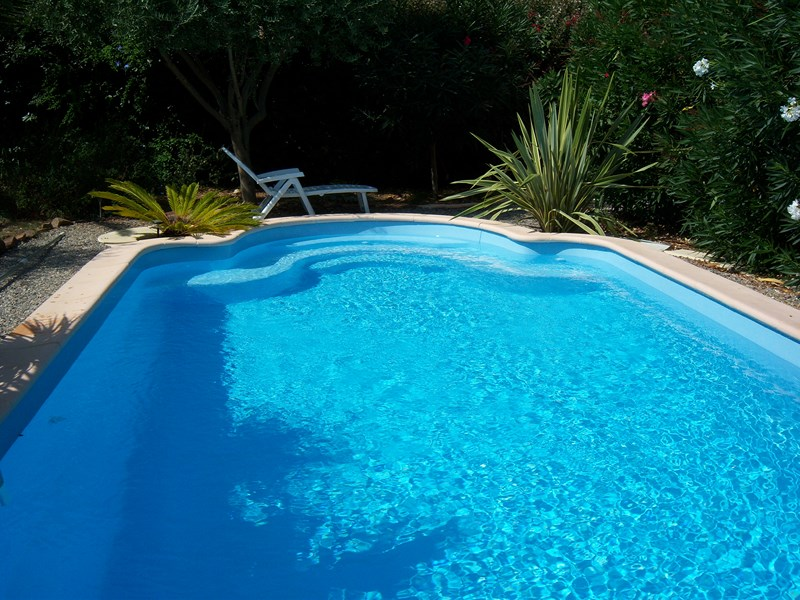 vente et pose de piscines coque en kit istres vente de piscine coque martigues neptune. Black Bedroom Furniture Sets. Home Design Ideas