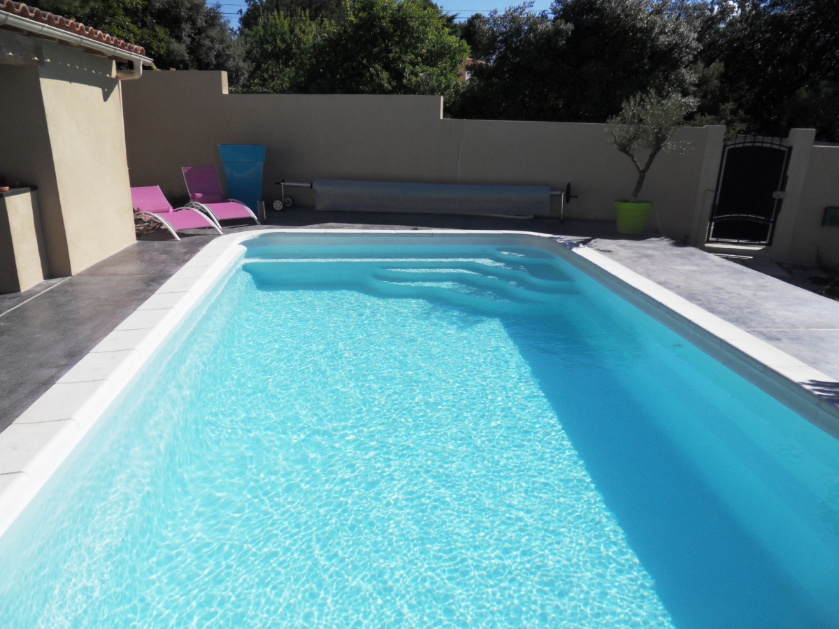 Vente et pose piscine coque mod le castillon la couronne for Vente piscine coque