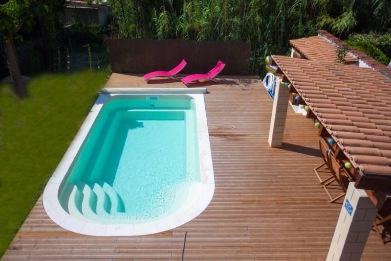 installer une piscine sans permis de construire istres neptune piscines par les eaux bleues. Black Bedroom Furniture Sets. Home Design Ideas